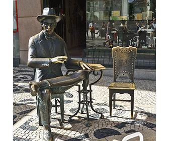 Estatua Fernando Pessoa